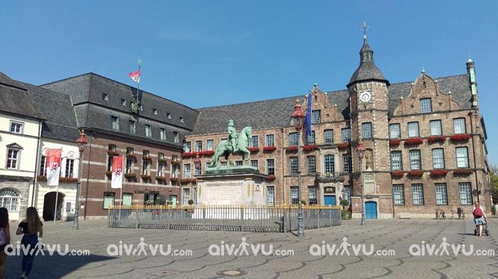 Altstadt trung tâm phố cổ của Dusseldorf