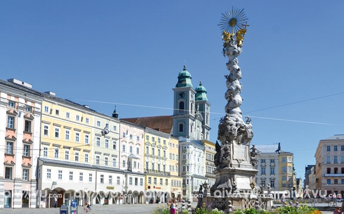 Hauptplatz và Landstrasse - Linz