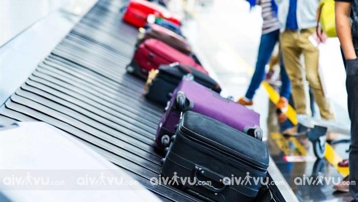Hành lý ký gửi khi đi máy bay sẽ được chuyển ra băng chuyền