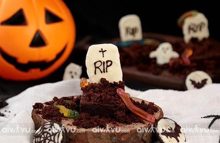 Bánh pudding nghĩa địa ngày Halloween