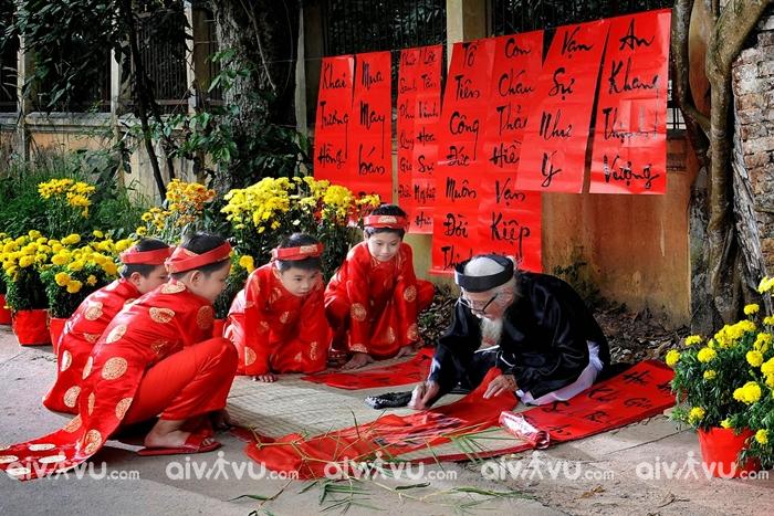 Xin câu đối là nét văn hóa đặc sắc trong ngày Tết ở Việt Nam