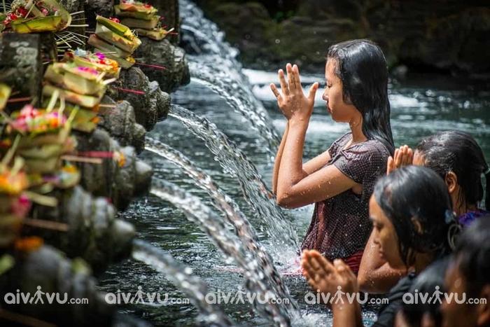 Pura Tirta Empul là một ngôi đền thiêng được đông đảo mọi người cầu bình an