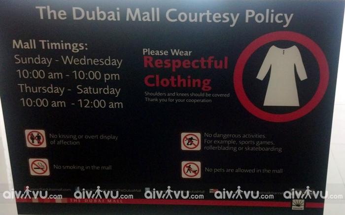 Dubai cũng có những quy định riêng về trang phục. Bạn nên tránh ăn mặc phản cảm, thiếu vải