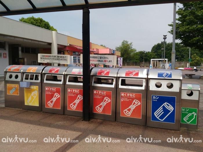 Bạn nên vứt rác đúng nơi quy định bởi vứt rác bừa bãi là điều cấm kị tại Nhật Bản