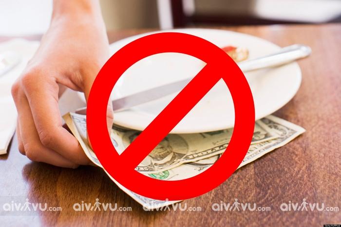 Tiền tips được coi là thứ cấm kị với nhân viên phục vụ tại Nhật Bản