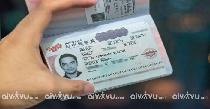 Khi hoàn thành các thủ tục, bạn sẽ nhận được tấm visa để chuẩn bị cho chuyến đi