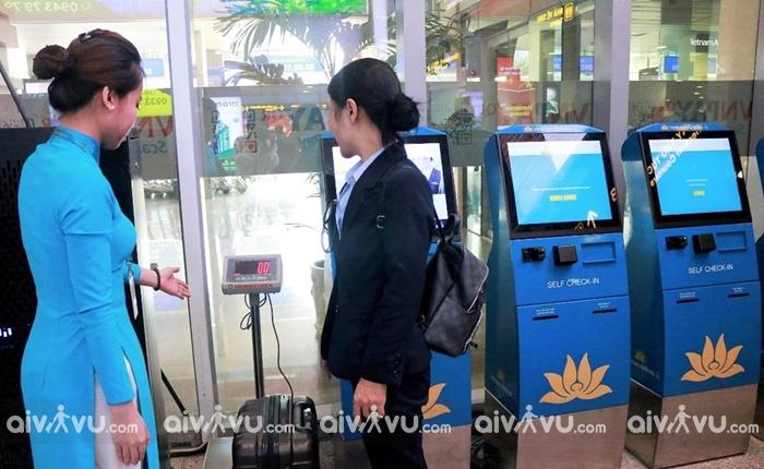 Vietnam Airlines ra mắt dịch vụ làm thủ tục hành lý tại kiosk