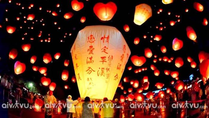 Lễ hội thả đèn trời ở Phố cổ Thập Phần