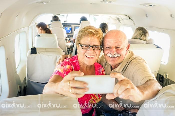 Người cao tuổi đi máy bay cần lưu ý điều gì?