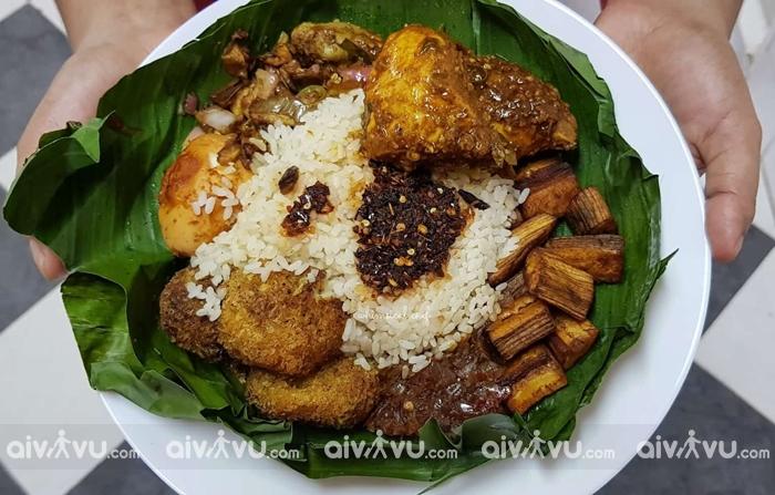 Lamprais được người Sri Lanka dùng vào bữa trưa chủ nhật