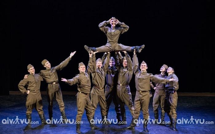 Vũ điệu quân đội điệu nhảy truyền thống của Nga
