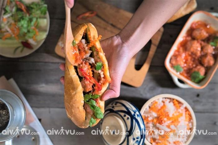 Bánh mì - món ăn đường phố được đông đảo du khách quốc tế yêu thích
