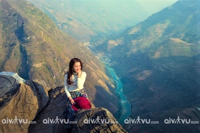 Chạm ngõ vẻ đẹp Hà Giang tháng 3 – người con của núi rừng Tây Bắc