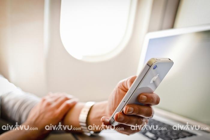 Giai đoạn nào bắt buộc phải tắt điện thoại khi đi máy bay?