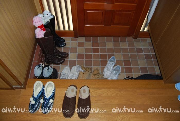 Cởi giày khi vào nhà – Nguyên tắc ứng xử Nhật Bản quan trọng bạn nên lưu ý