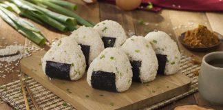 Cơm nắm Onigiri – Bữa sáng quốc dân của Nhật Bản