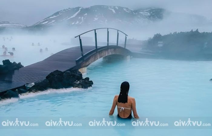 Suối nước nóng Blue Lagoon là một trong những địa danh làm nên tên tuổi của Iceland
