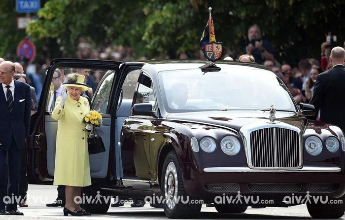 Điều thú vị về Hoàng gia Anh khi xe của Nữ Hoàng không cần có biển số