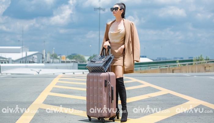 Đồ ôm sát nên tránh mặc tại sân bay