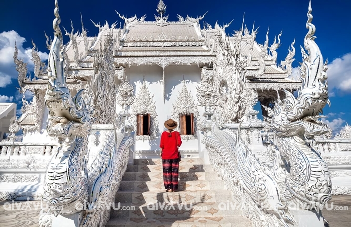 Du lịch Thái Lan tránh mặc quần áo không phù hợp vào chốn linh thiêng