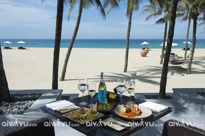 Nam Hai Resort là điểm dừng chân hấp dẫn khi đến bãi biển Hà My