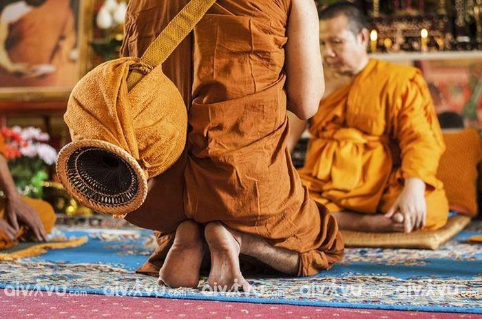 Nghiêm cấm chĩa ngón chân vào tượng Phật và những vật linh thiêng trong nhà