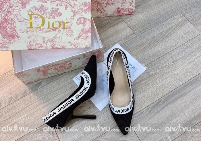 Giày là một trong những món quà tối kị