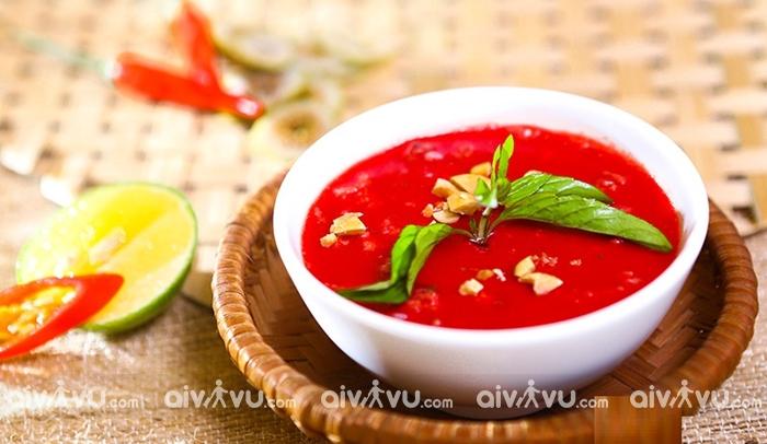 Tiết canh – Món ăn Việt Nam đầy hãi hùng trong mắt du khách quốc tế
