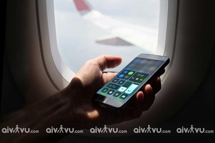 Sử dụng điện thoại di động có ảnh hưởng đến an toàn của chuyến bay?