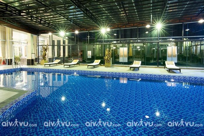 Khách sạn Ladalat có hồ bơi trong nhà