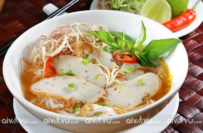 Phố bún chả Phan Bội Châu con phố ăn uống miễn chê tại Nha Trang