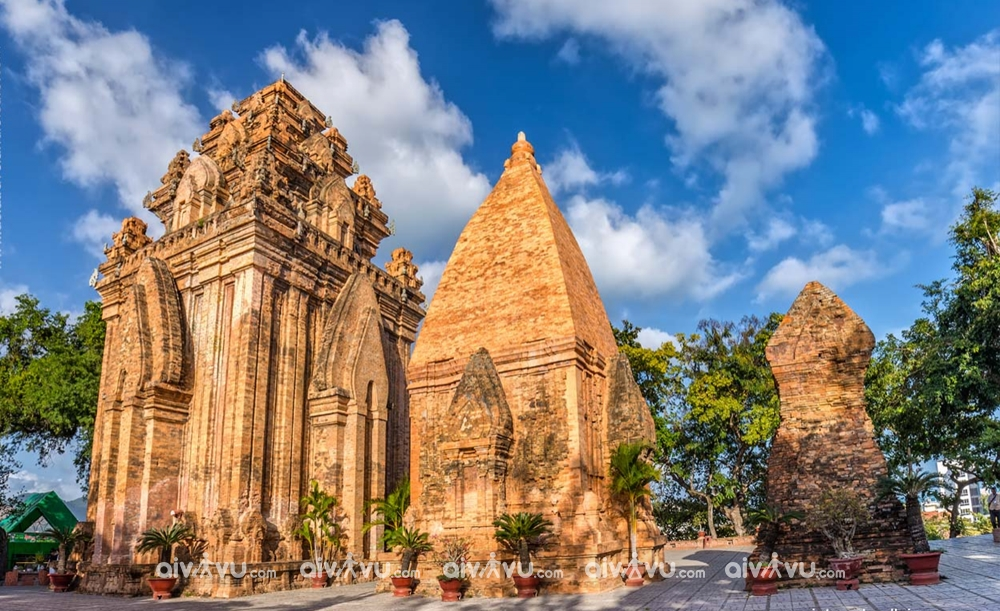 Tháp bà Ponagar công trình kiến trúc độc đáo tại Nha Trang