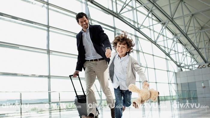 Đi máy bay cùng trẻ nên chú ý điều gì?