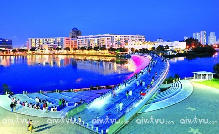 Cầu đi bộ Ánh sao điểm hẹn hò thơ mộng tại Sài Gòn