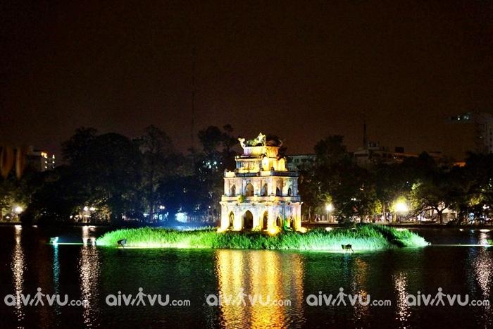 Dạo quanh bờ hồ Hoàn Kiếm, phố cổ