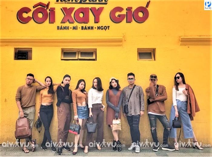 Bức tường Tiệm bánh Cối xay gió - địa điểm check in Đà Lạt không thể bỏ lỡ