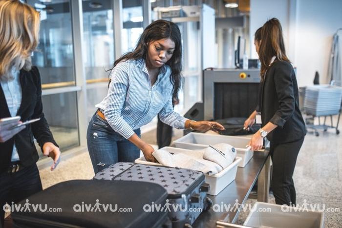 Đùa cợt khi qua cổng an ninh – điều không nên làm tại sân bay
