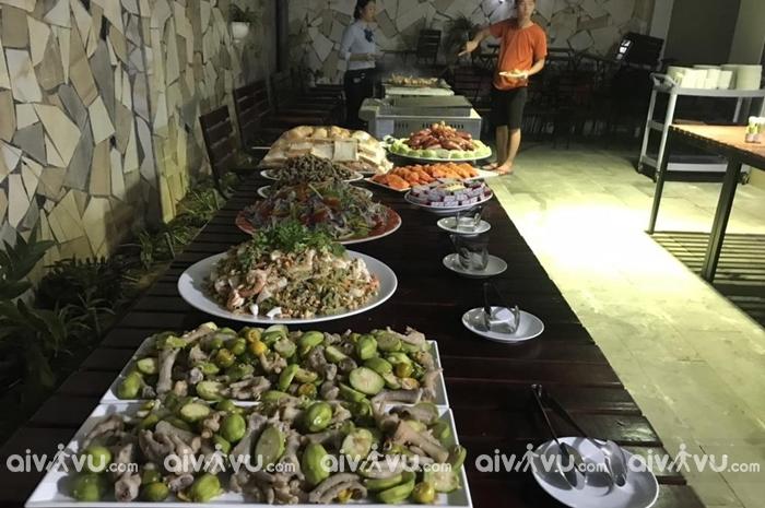 Nhà Hàng Con Son Blue Sea sở hữu không gian ẩm thực tuyệt vời.