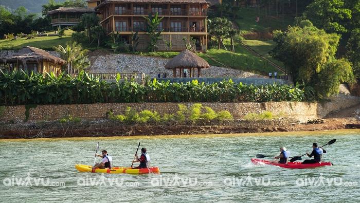 Chèo kayak ở lòng hồ Hòa Bình