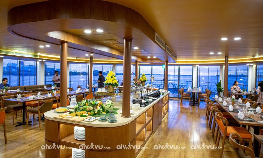 Nhà hàng trên boong tầng hai du thuyền Victoria MeKong