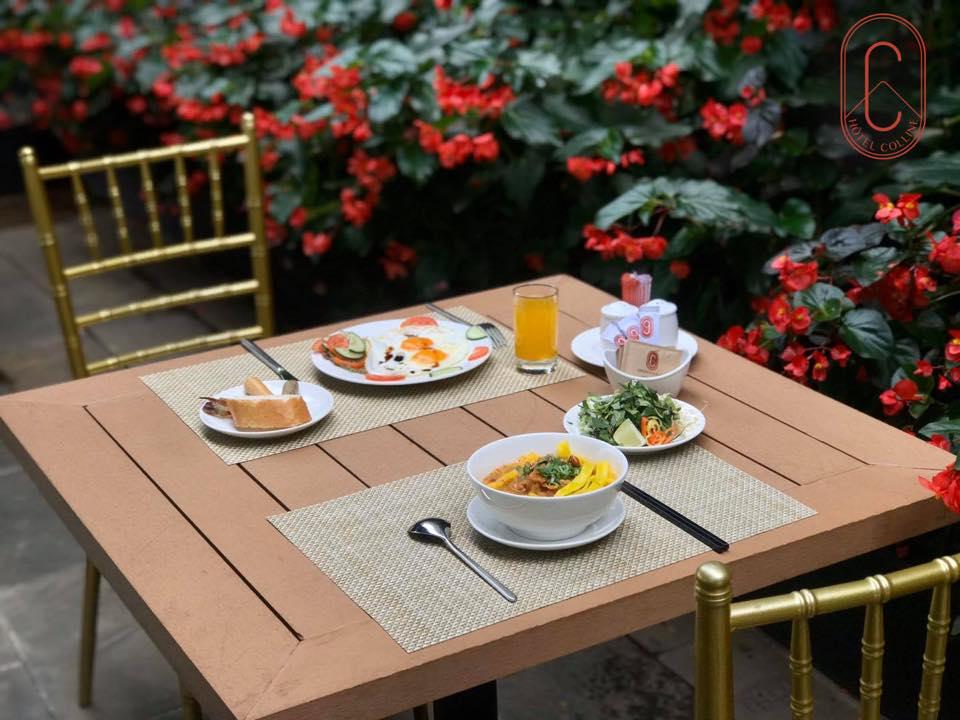 Buffe bữa sáng tại Hôtel Colline