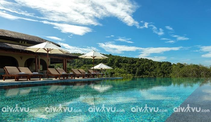 Bể bơi ngoài trời tại Lahana Resort Phú Quốc