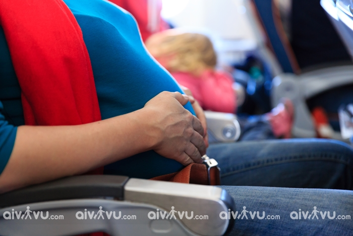 Bà bầu đi máy bay cần lưu ý những gì?