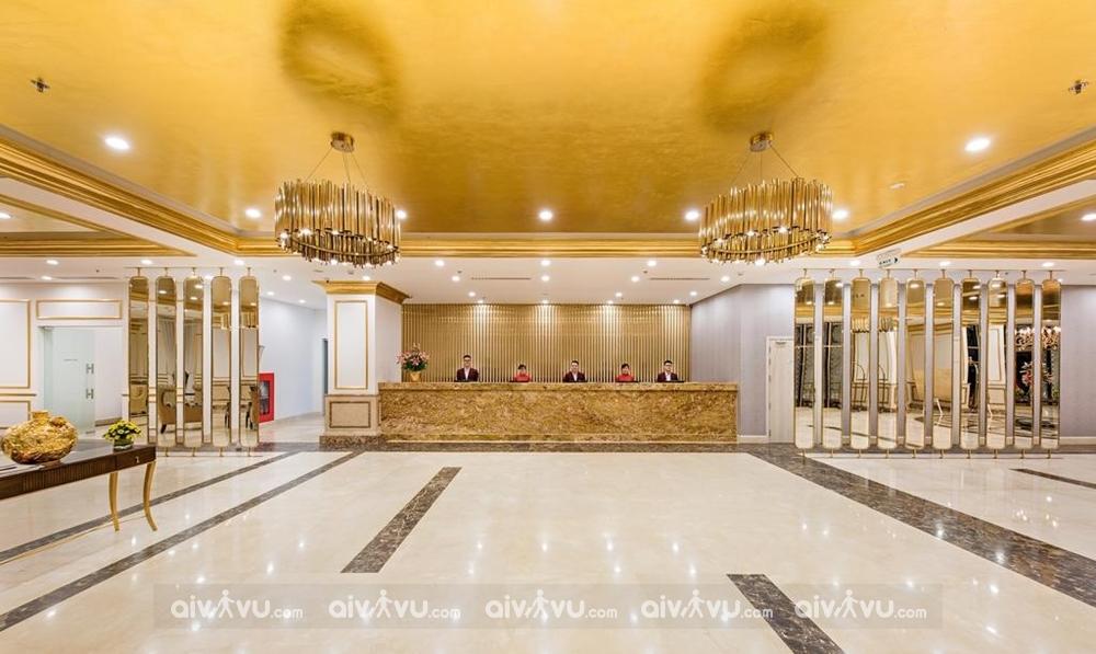 Quầy lễ tân khách sạn Đà Nẵng Golden Bay