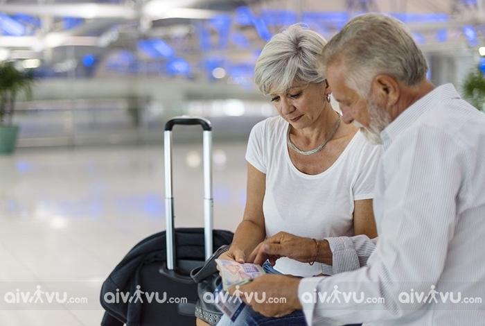 Người già đi máy bay Singapore Airlines cần giấy tờ gì?