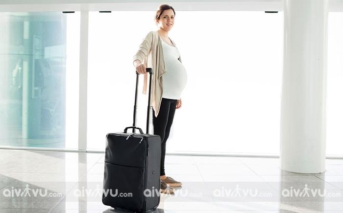 Phụ nữ mang thai đi máy bay có ảnh hưởng đến thai nhi hay không?