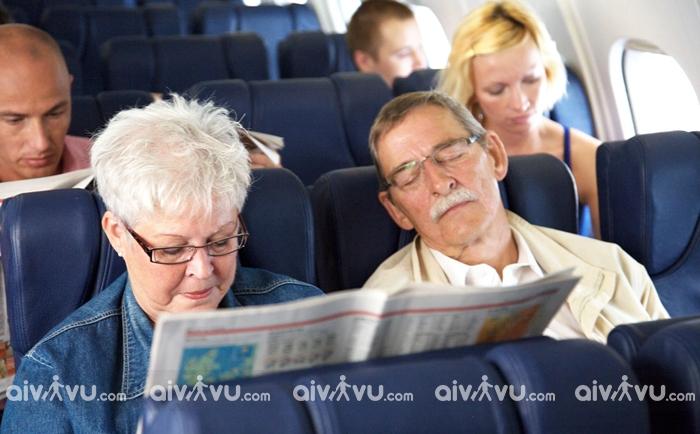 Quy định độ tuổi đi máy bay đối với người cao tuổi