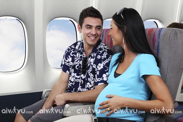 Bà bầu đi máy bay cần lưu ý điều gì?