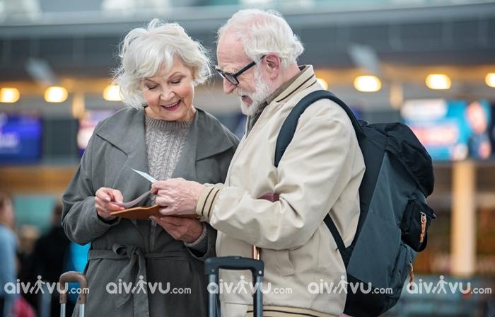 Người già đi máy bay Etihad Airways cần giấy tờ gì?