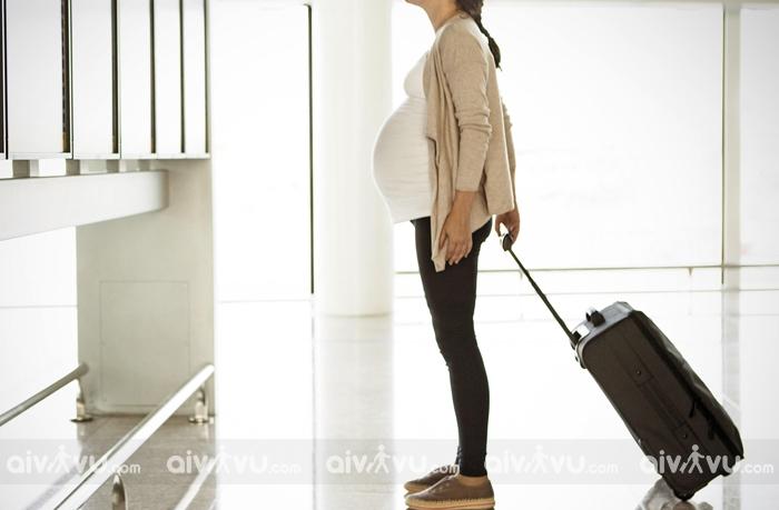 Trường hợp nào bà bầu không nên di chuyển bằng máy bay
